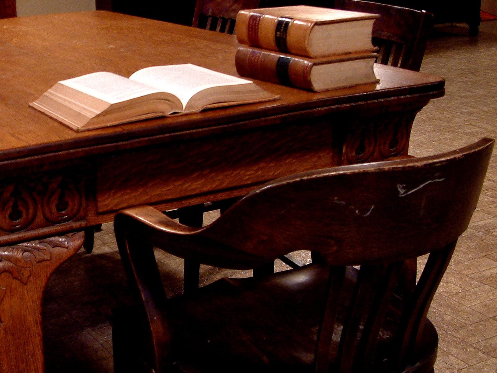 Monteiro & Valente - Advogados Associados - Por que advogados são tratados com o título de doutor?